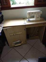 Máquina de costura com gabinete Singer facilita 43 usada