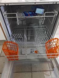 Vendo uma Maquina de lavar louça, talher, copos.