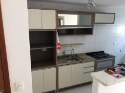 Armário de cozinha com tampo de granito