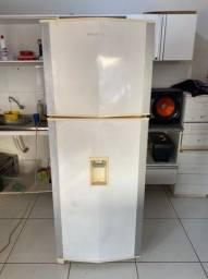 Título do anúncio: Vendo Geladeira Brastemp 438lts Frost Free Com Dispenser de Água - Entrega Grátis