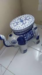 Elefante de porcelana antigo