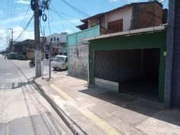 Oportunidade, Casa 2/4 na Perimetral 120 m2, Com escritura, na pista.