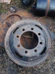 Rodas M. Benz 1113 8 furos em perfeito estado