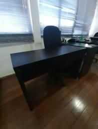 Mesa preta em L Diretor
