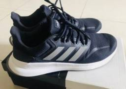 Tênis Adidas, tamanho 43, na loja é 399, Azul Marinho, muito Top