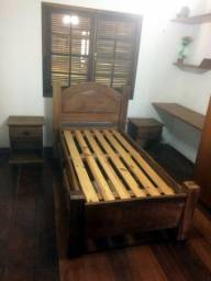 3 Camas de solteiro em madeira maciça