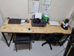 Mesa de estudo estilo industrial