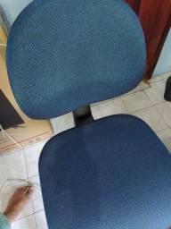 Cadeira de escritório - Reclinável - Seminova