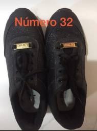 Tênis - tamanho 32