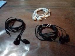 Combo com três fones de ouvido intra auriculares originais e semi novos.