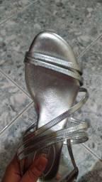 Sandália prata imperdível!