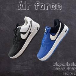 Sapato air force masculino,disponível nessas duas cores das fotos.