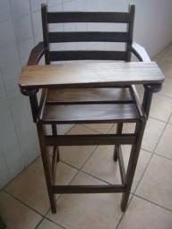 Cadeirinha refeição para criança de madeira