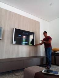 Instalação de TV na parede com suportes