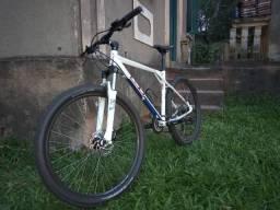 Bicicleta GT Avalanche Sport 27.5 Branca seminova
