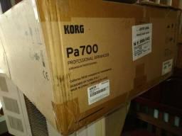 Teclado PA-700 Korg