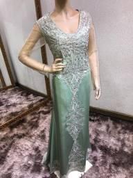 Vestido verde menta bordado