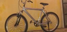 Bicicleta aro 26 de alumínio.