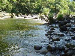 Oportunidade - Chácara Com Rio Encachoeirado com área de 930m²