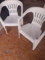 Cadeiras de plástico 2 unidade.