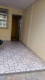 Título do anúncio: Alugo casa com garagem em Iraja