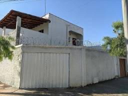 Alugo ampla casa bairro de Lourdes