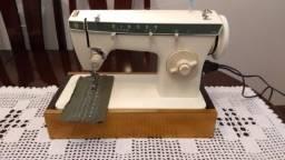 Maquina de Costura Singer 262, em ótimo estado, uma ótima costura, muito conservada.
