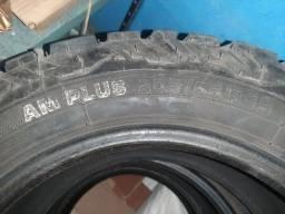 Título do anúncio: 3 pneus 205/65 R15 pouco usados