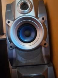 2 caixas de som com 2 alto falantes