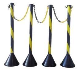 Título do anúncio: 04 Pedestais zebrados + 10 metros de corrente zebrada Preta/Amarela
