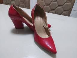 Salto vermelho 35