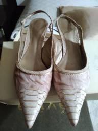 Sapato bico fino estilo chanel