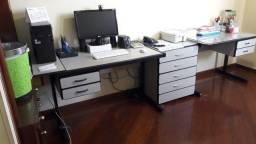 Mesa de escritório e gaveteiro