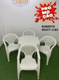 Kti de mesa com 4 cadeiras de plástico com braço
