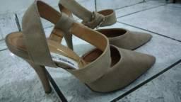 Sapato alto bege