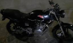 Vendo minha moto boa pra trabalhar não bate nem fumaça - 2002