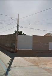 Vendo casa com garagem para caminhão