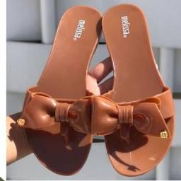 Vendo sandalias lindas e práticas..