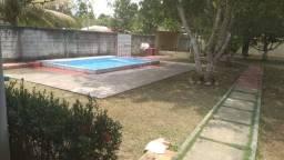 Casa top com piscina depois da ponte