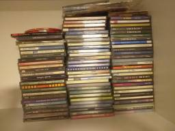 Coletânia de 80 CD's e 15 DVD's aproximadamente.