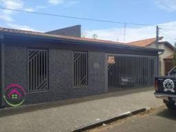 Vende se excelente casa no Centro de Botucatu