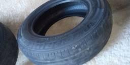 Vendo dois pneus usados do gol