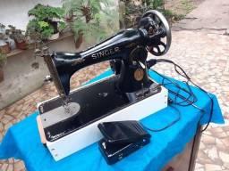 Máquina antiga de costura SINGER