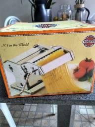 Máquina de abrir e cortar massa pra  macarrão, pastel e capelete