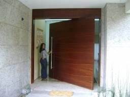 Porta pivotante deixa sua casa exuberante