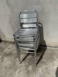 Vende quatro cadeiras de Alumínio