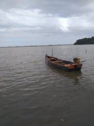 Vendo barco de madeira