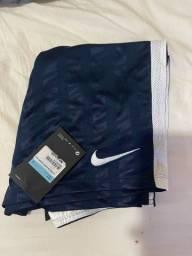 Vende-se short Nike, tamanho M. Novo, na etiqueta
