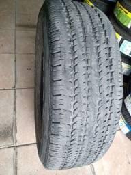 Vendo um pneu usando 245/70/16