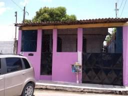 Casa de esquina com o Supermercado Açaí